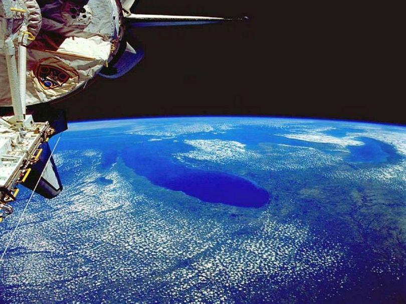 """5 perfil do planeta terra tendo ao fundo espaco sideral - Veja a foto do planeta Terra neste instante """"AO VIVO"""""""
